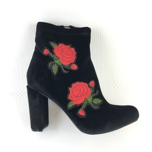 🌹Rose Embroidered Velvet Ankle Boots